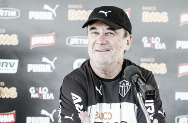 """Levir Culpi condena atuação do Atlético-MG e cobra reação: """"Vamos esquecer essa noite"""""""