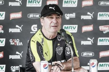 Levir se motiva junto à torcida e diz que ainda acredita no título do Brasileirão
