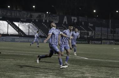 MAGNIFICO. Debut en primera y gol para Leyes, el mediocampista fue una de las figuras del Tomba. Foto: Prensa Godoy Cruz