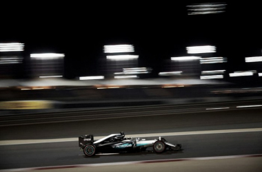 Não bastasse a pole position, Lewis Hamilton ainda bateu o recorde da pista, que era da primeira corrida em 2004. (Foto: Divulgação/Mercedes GP)
