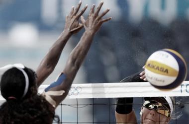 Resultado Clancy/Artacho del Solar (AUS) x Ross/Klineman (EUA) no vôlei de praia feminino nas Olimpíadas (0-2)
