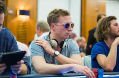 Todos buscan estar en su lugar en cuatro días, el chipleader. // Foto: Pokernews.