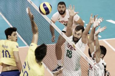 Com bom desempenho no saque, os búlgaros construíram a vitória sobre o Brasil (Foto: FIVB)