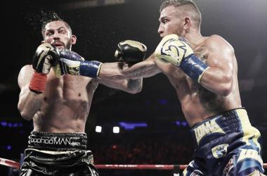 Ambos púgiles protagonizaron una de las peleas más emocionantes del año. Foto: Top Rank.
