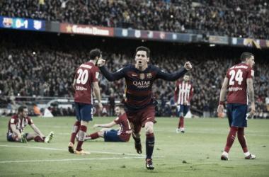 Con un gol de Messi el 'Barça' bajó al 'Atleti' y quedó como único líder de la Liga BBVA. Foto: Diario AS.