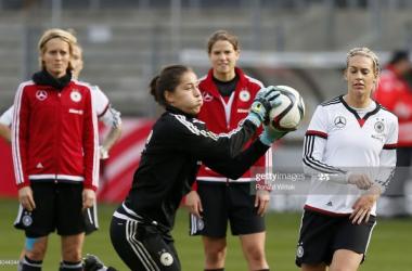 Aston Villa sign experienced goalkeeper Lisa Weiß