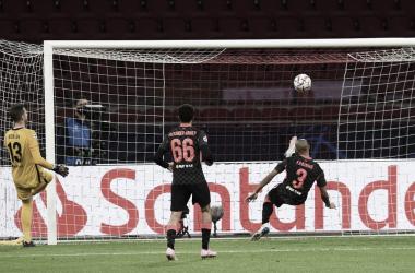 Em jogo disputado, Liverpool derrota Ajax na Champions com gol contra de Tagliafico
