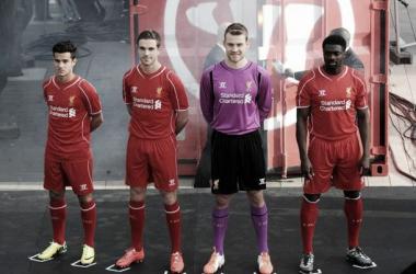 Uniforme é inspirado na década de 60 (Foto: Divulgação/Liverpool FC)
