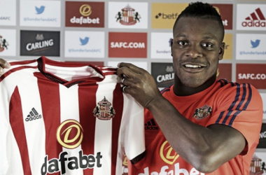 Koné smiling with his new club colours.   Image source: Sunderland AFC