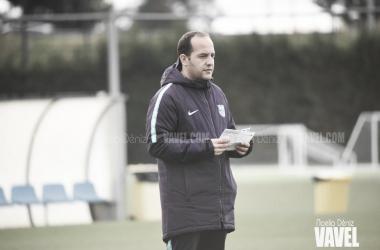 El técnico azulgrana durante una sesión preparatoria / Foto: Noelia Déniz (VAVEL.com)