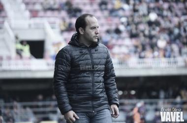 El técnico, durante el partido con el Bayern en el Mini Estadi | Foto: Noelia Déniz - VAVEL