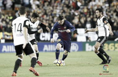 Leo Messi in azione nella gara d'andata a Mestalla. Fonte: LaLIga.es