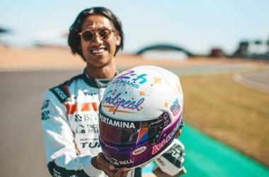 Sean Gelael Pakai Helm Baru untuk Le Mans