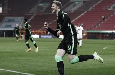 Com emoção, Wolfsburg supera Augsburg e segue em ascensão na Bundesliga