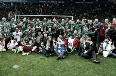 El Lokomotiv de Moscú celebrando su séptima Copa rusa. | Foto: Lokomotiv.
