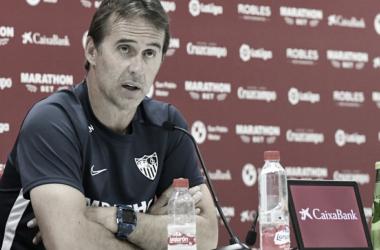 Julen Lopetegui durante la rueda de prensa previa al encuentro frente al Atlético de Madrid | Imagen: sevillafc.es