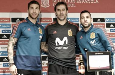 Lopetegui, Ramos y Jordi Alba en la rueda de prensa. FOTO: AFP Noticias