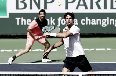 Marc y Feliciano López durante un partido en Indian Wells. Foto: zimbio.com