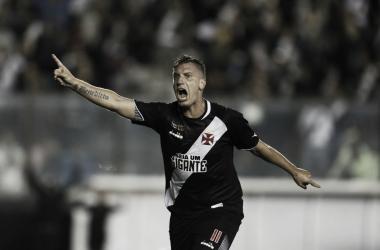 """Maxi López comemora boa atuação em vitória do Vasco: """"Converti meu primeiro gol"""""""