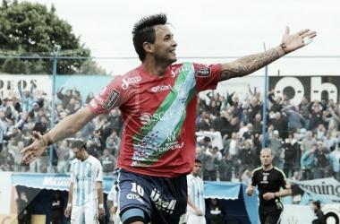 Luis López festeja el gol de la victoria (2-1) en el último antecedente ante el conjunto tucumano. Foto: Prensa Temperley