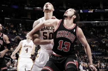 Chicago pone fin a la tendencia positiva de los Lakers en un duelo marcado por las ausencias