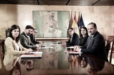 Los representantes de PSOE Y ERC en la segunda mesa de negociación. Fuente: Inma Mesa (Agencia EFE)