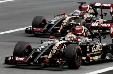 Pastor Maldonado e Romain Grosjean nos seus E22, durante o treino livre do Grande Prémio da Áustria. (Fonte: Formula1)