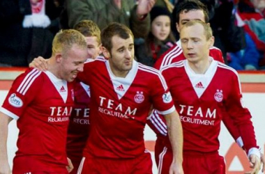Nicky Low's (l) goal saw Aberdeen claim all three points