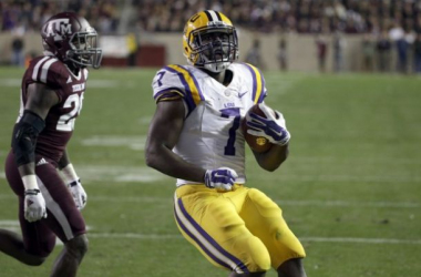 LSU Freshman RB Leonard Fournette rushes into the end zone for his only score of the night on Thanksgiving Night. (AP Photo/David J. Phillip)