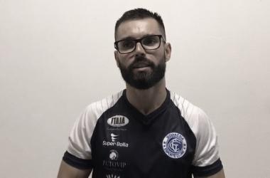 """Luan Carlos elogia dedicação dos atletas do Goianésia e destaca: """"Tem sido algo histórico"""""""