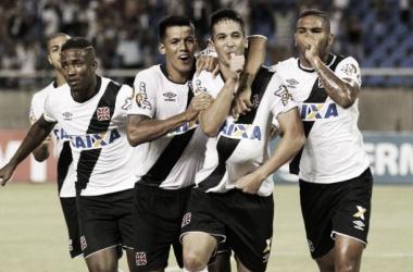"""Zagueiro Luan elogia elenco do Vasco após vitória no clássico: """"Heróis são todos os que entraram"""""""