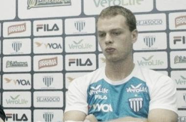 Atacante lamentou erro cometido na etapa complementar (Foto: Alceu Atherino / Avaí FC)