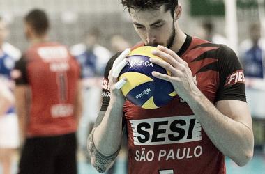 """Na liderança da Superliga, Lucas Lóh avalia desempenho do Sesi-SP: """"Crescendo a cada jogo"""""""