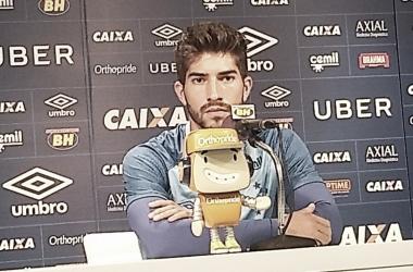 """Provável titular contra URT, Lucas Silva enaltece qualidade do elenco do Cruzeiro: """"Mano pode confiar"""""""