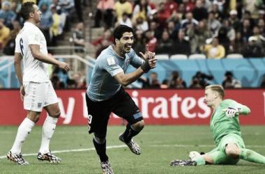 Luis Suárez festejando el gol ante Inglaterra en el Mundial Brasil 2014. Foto de: Reuters.
