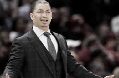 Tyronn Lue abandona temporalmente la disciplina de los Cavaliers