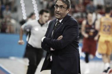 Luis Casimiro dirigiendo un partido de liga regular | Fotografía: acb.net