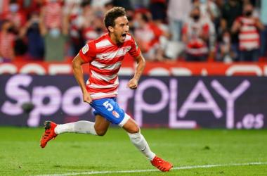 Luis Milla celebra el gol de penalti que marcó a la Real | Foto: Pepe Villoslada / Granada CF
