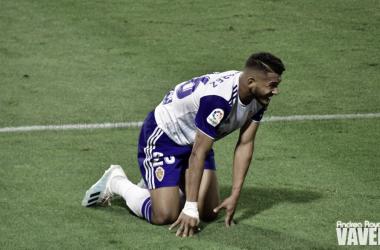 Luis Suárez derrotado sobre el césped de La Romareda. Imagen: Andrea Royo.