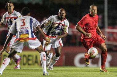 Em duelo equilibrado, São Paulo vence pelo placar mínimo e avança às semifinais