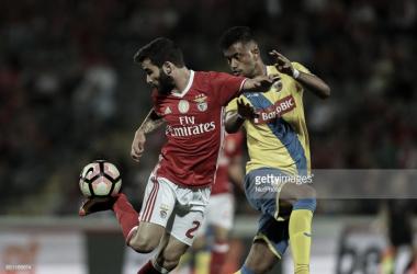Benfica vence e é líder à condição.
