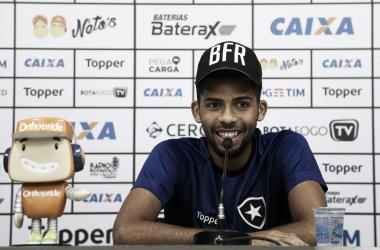 """Matheus Fernandes evita pensar em confrontos anteriores contra Flamengo: """"Cada jogo é um jogo"""""""