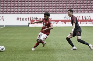 Augsburg vence confronto direto com Mainz e se aproxima da permanência na Bundesliga