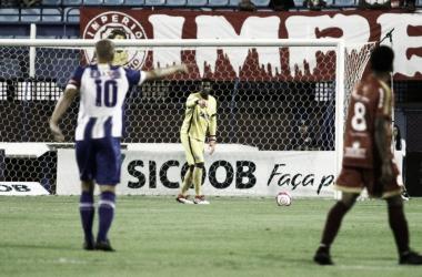 """Marquinhos reprova críticas de torcedores após derrota do Avaí: """"Que fiquem em casa"""""""