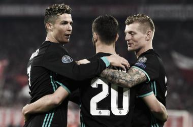 Marco Asensio, festeggiato da Ronaldo e Kroos. Fonte: UEFA Champions League/Twitter