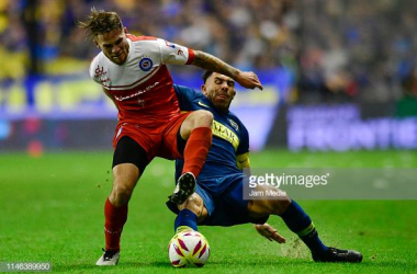 Alexis Mac Allister(left) in action against new teammate Carlos Tevez(right) last season, when Argentinos Juniors took on Boca Juniors. Image courtesy of Jam Media on Getty Images.