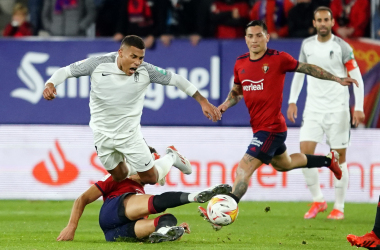 Machís en un lance del partido en El Sadar | Foto: Pepe villoslda / Granada CF