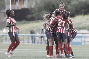 Las jugadoras del Atlético celebrando la victoria./ Imagen: Twitter @Atletifemenino.