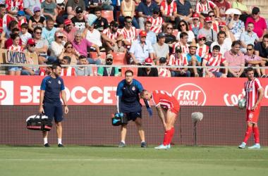 El lesionado Pablo Maffeo junto al ex jugador de la SD Huesca, Àlex Gallar.<br>Foto del Girona FC