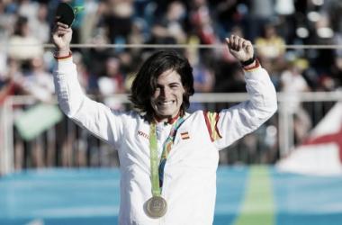 Maialen Chourraut celebrando su medalla de oro   Foto: Zimbio